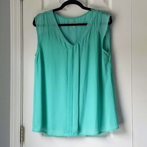 SKIES ARE BLUE Mint Green Flowy V-Neck Top